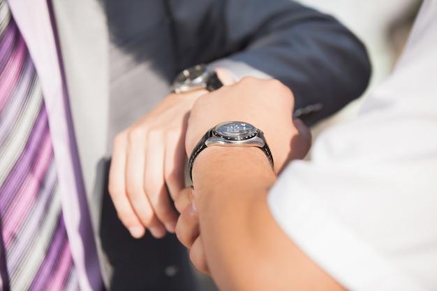Молодой жених в день свадьбы