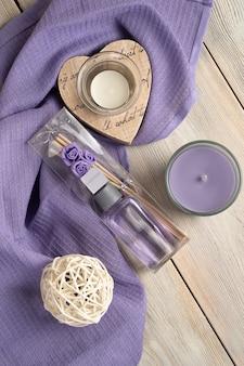 ラベンダーの香水とキャンドル