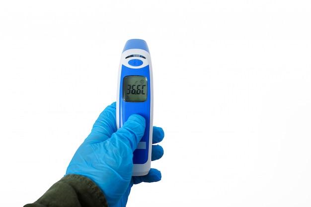 体温計銃等尺性医療デジタル非接触赤外線サイトハンドヘルド額読書。白い壁に分離された温度測定デバイス
