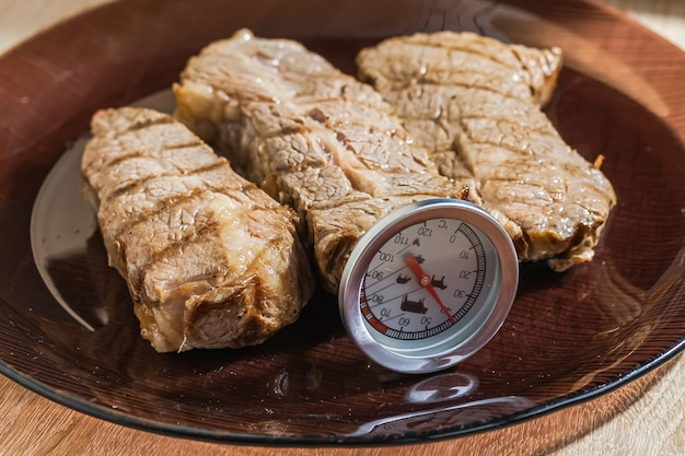Thermometer in roasting beef