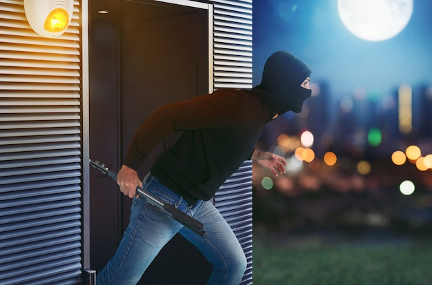 Thief with balaclava runs away from the apartment because the alarm has been activated