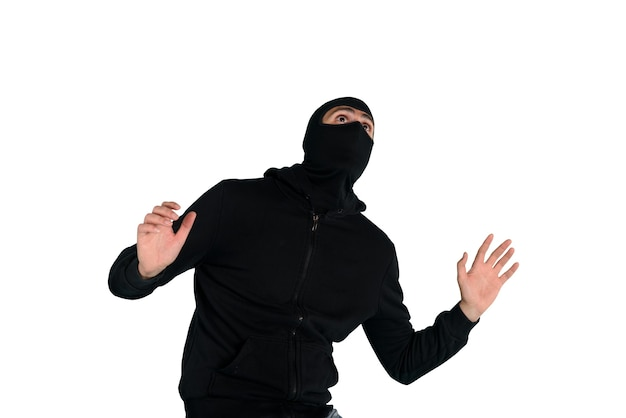 目出し帽をかぶった泥棒がアパートで盗もうとしているのを発見怖い表情