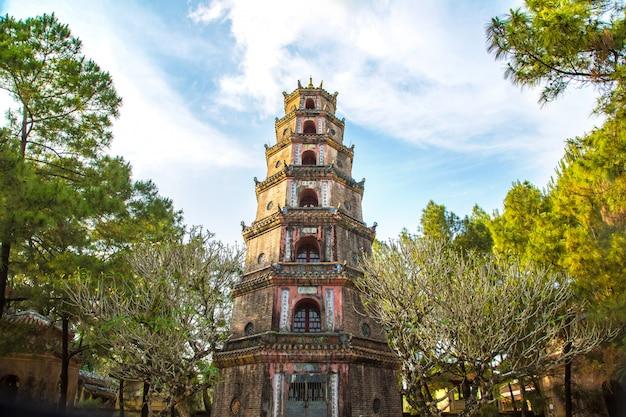 ベトナム、フエのティエンムー寺