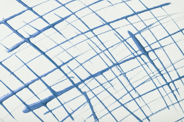 白い背景に描かれた細い青い線と水しぶき。ブラシの装飾的なストロークと抽象芸術の背景。グラフィックグリッドストライプのアクリル画。
