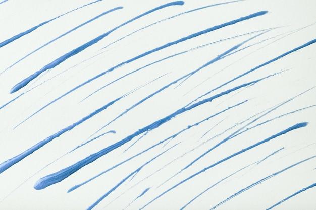 얇은 파란색 선과 밝아진 흰색 배경에 그려진