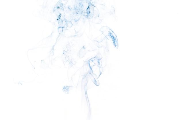 薄い青色の煙