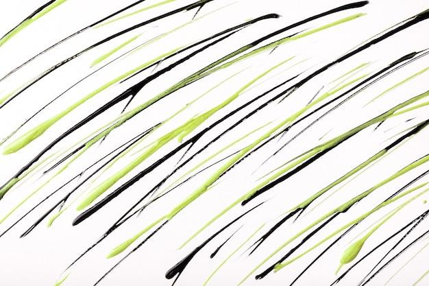 白い背景に描かれた細い緑と黒の線と水しぶき。オリーブブラシの装飾的なストロークと抽象芸術の背景。グラフィックストライプのアクリル画。