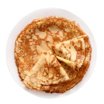 白で隔離のプレートの薄いパンケーキ