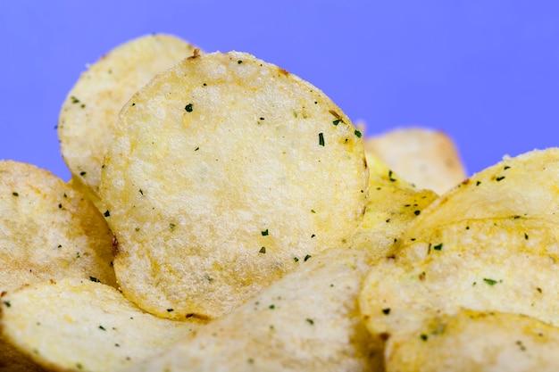 Картофельные чипсы тонкие