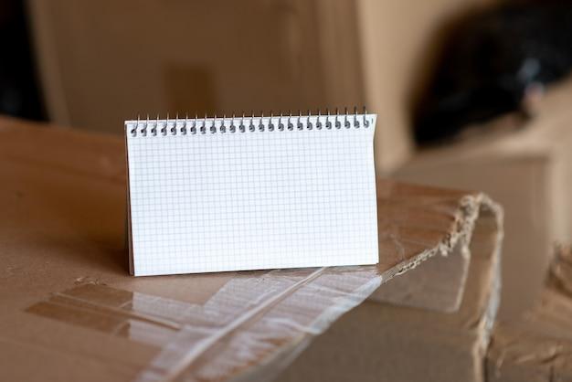 새롭고 밝은 아이디어 생각하기, 창의성 영감을 새롭게 하기, 신선한 기회, 작업 공간 디자인, 작업 환경, 브레인스토밍 계획, 사무실 컬렉션 펜 종이