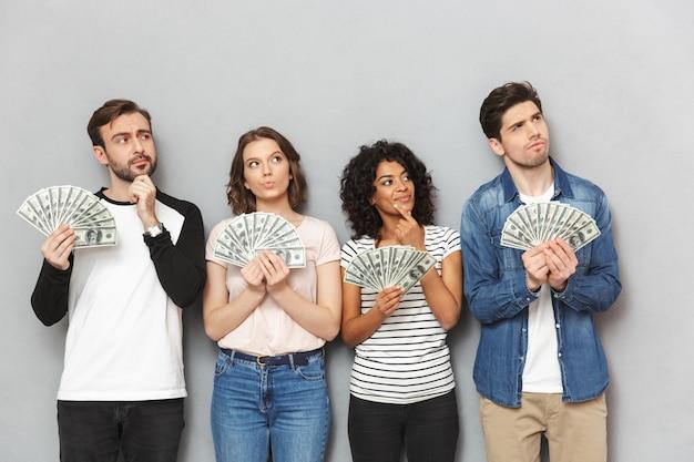 お金を保持している友人の深刻なグループを考えています。