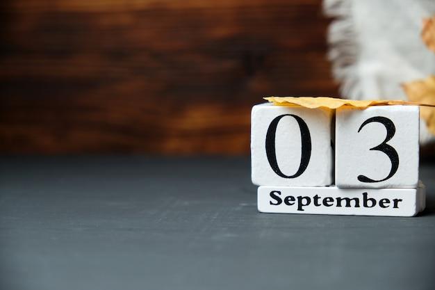 Третий день осеннего календарного месяца сентябрь с копией пространства