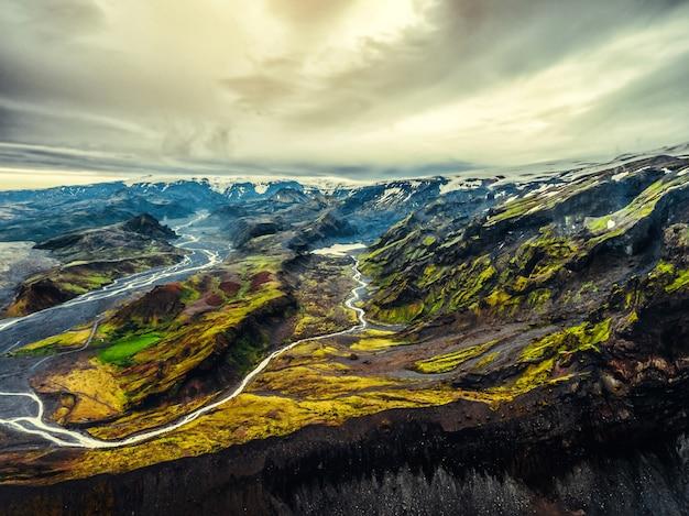 Ландшафт thorsmork в гористой местности исландии.