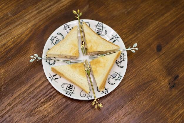 アフタヌーンティー、パン用のおやつ