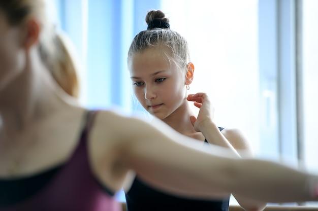 Задумчивый балерист на репетиции