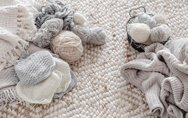 Threads and balls of thread with knitted elements.