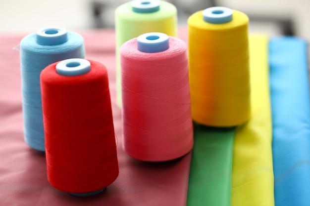 コイルに縫うための糸