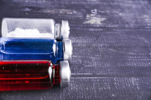 Трехцветный белый и красный и синий флакон или ампулы с лекарством