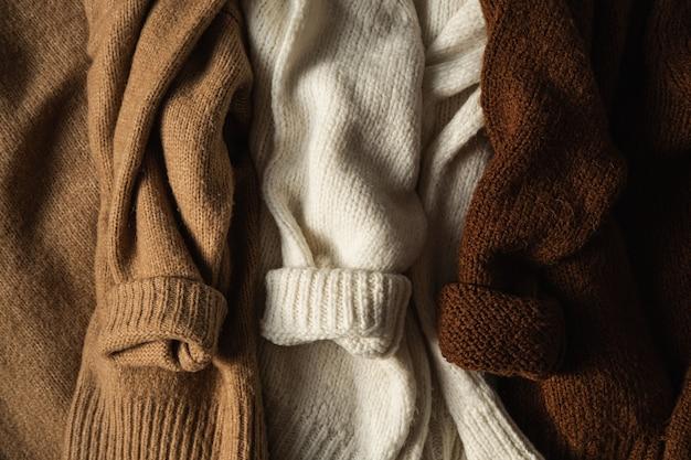 3つのカラフルな暖かいウールの冬のセーター/プルオーバー