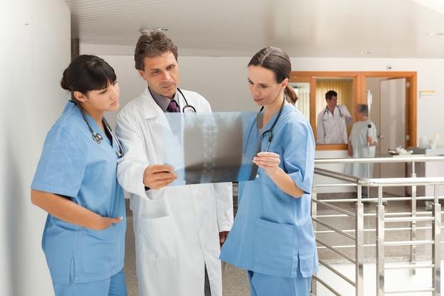 엑스레이보고 세 의사