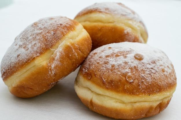 가루 설탕 클로즈업 뿌려 세 도넛
