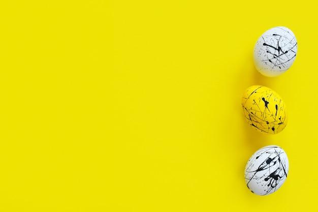 黄色の3つのイースターエッグ