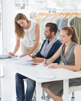 Три модельера обсуждают проекты