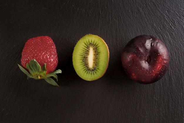 Три плода на черном