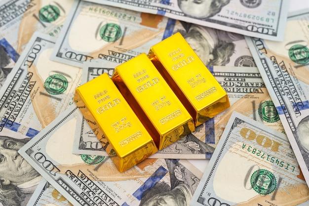 米ドルに対して3つの金の延べ棒。