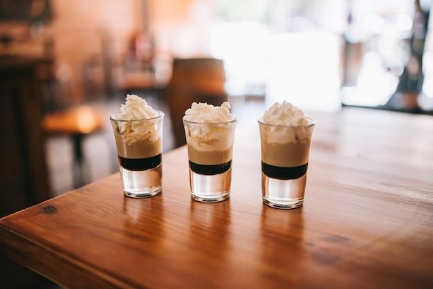 Три многослойных шота на барной стойке