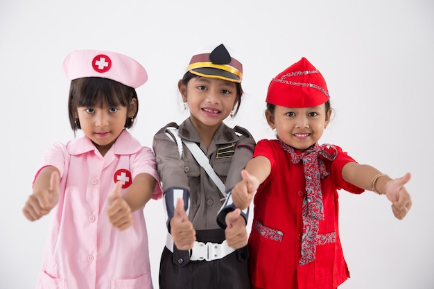 Три маленькая девочка в форме разной профессии
