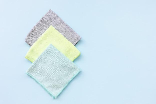 青の上を掃除するための3つの新しい折り畳まれたマイクロファイバークロス
