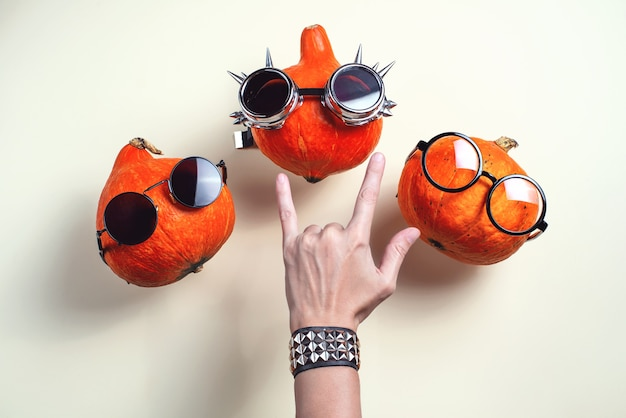 안경과 빛에 콧수염 3 오렌지 로커 호박
