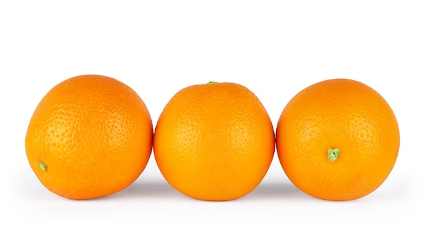 白い背景の上の3つのオレンジ。