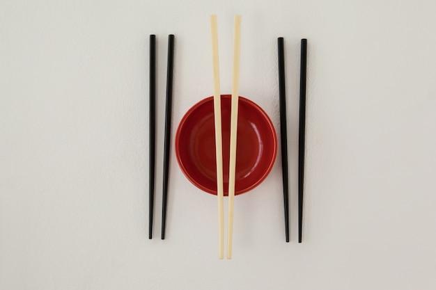 3組の箸とボウル
