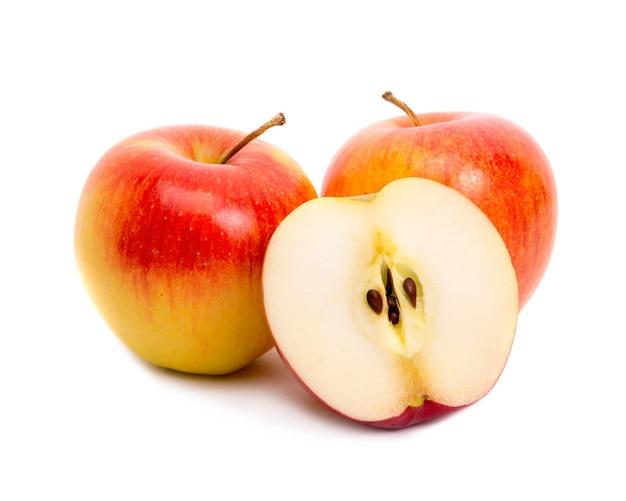 白に3つの赤いリンゴ