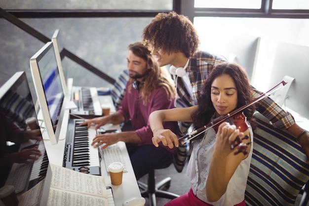 Три звукорежиссера работают вместе