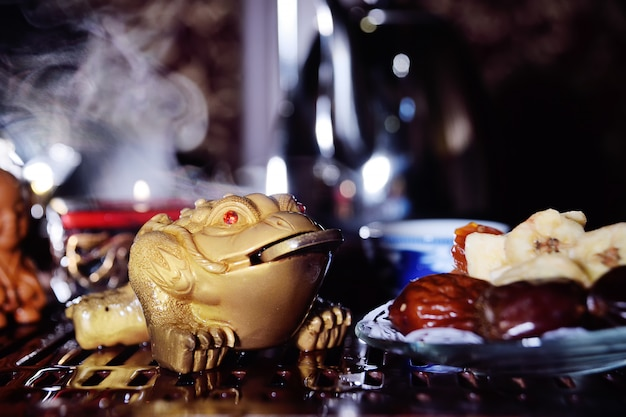 A three-toothed tea toad with a coin in his mouth is a symbol of wealth and well-being. tea ceremony