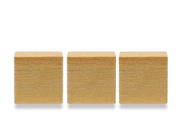 세 나무 큐브 나무 기하학적 모양 큐브 흰색 배경에 고립