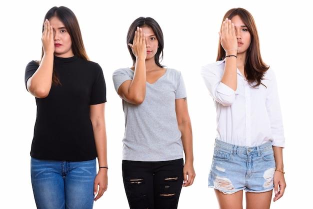 孤立したストレスを探している3人の若いアジアの女性の友人