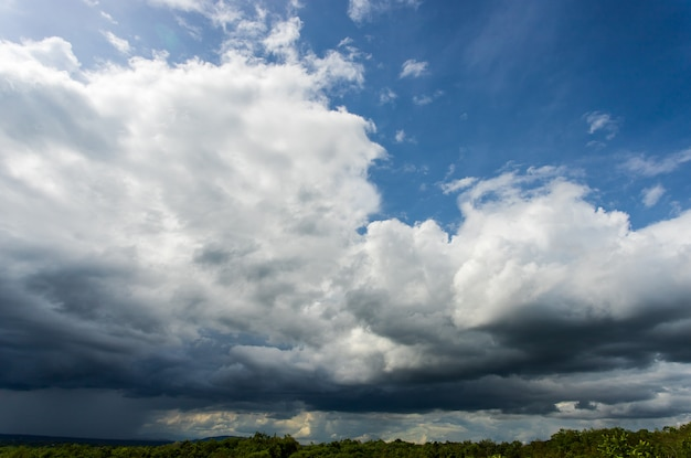 雷雨の空雨の雲