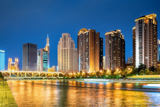 Город тяньцзинь, китай, ночной вид