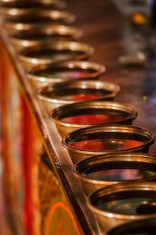 リキルゴンパチベット仏教僧院ラダックインドのチベット水提供ボウル