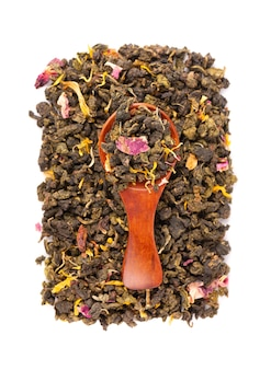 Tie guan yin tea with the petals of lilac
