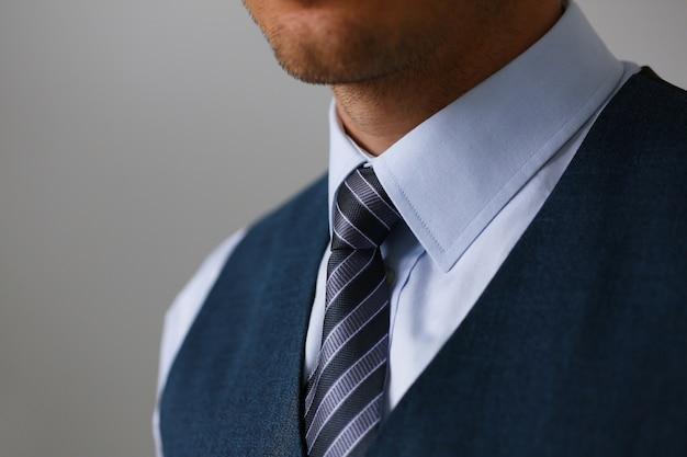 Галстук на рубашку костюм деловой стиль мужской модный магазин