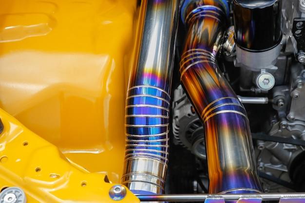 Сварной шов tig на трубе из нержавеющей стали в гоночном автомобиле Premium Фотографии
