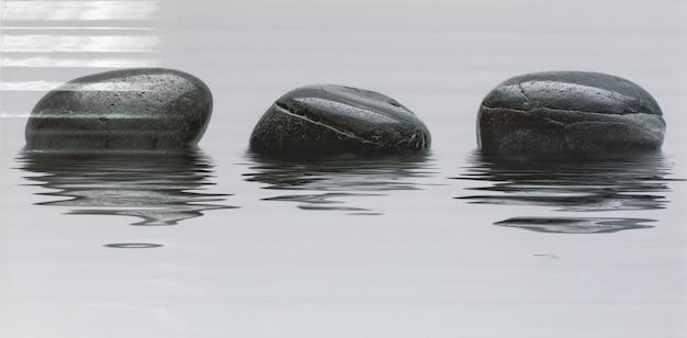 Плитка с рисунком камней на воде