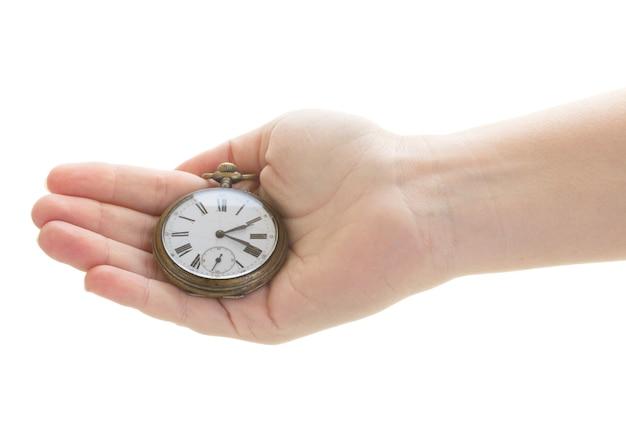 시간 개념 - 흰색 배경에 고립 된 골동품 시계를 들고 손