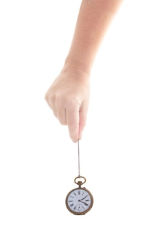 시간 개념 - 흰색 배경에 고립 된 골동품 시계를 들고 누군가의 손