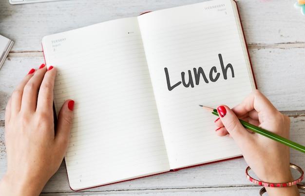 昼休みの時間食事食品料理健康的な食事の概念